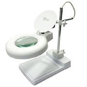 1.75x illuminated magnifying lamp with base